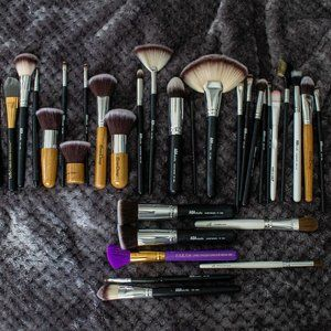 Lot of over 30 makeup brushes
